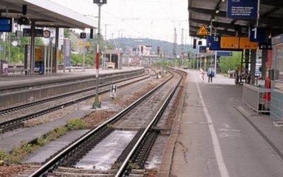 ألمانيا : سوري قادم بقطار من النمسا يعض شرطية و يقفز نحو قضبان سكة حديدية !