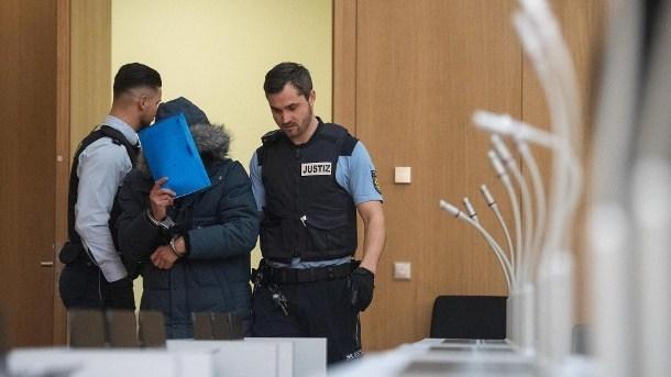 """وكالة الأنباء الألمانية : """" السجن مدى الحياة لسوري في ألمانيا لارتكابه مذبحة في بلاده """""""